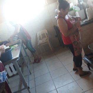 El servicio en los comedores – Casa Virgen de Itatí, Fontana