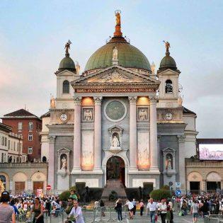 """Basílica de María Auxiliadora: """"Todo lo hizo Ella"""""""